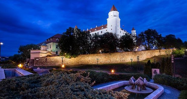 Дешёвые билеты из Москвы в Братиславу от 5800₽ туда-обратно в сентябре.